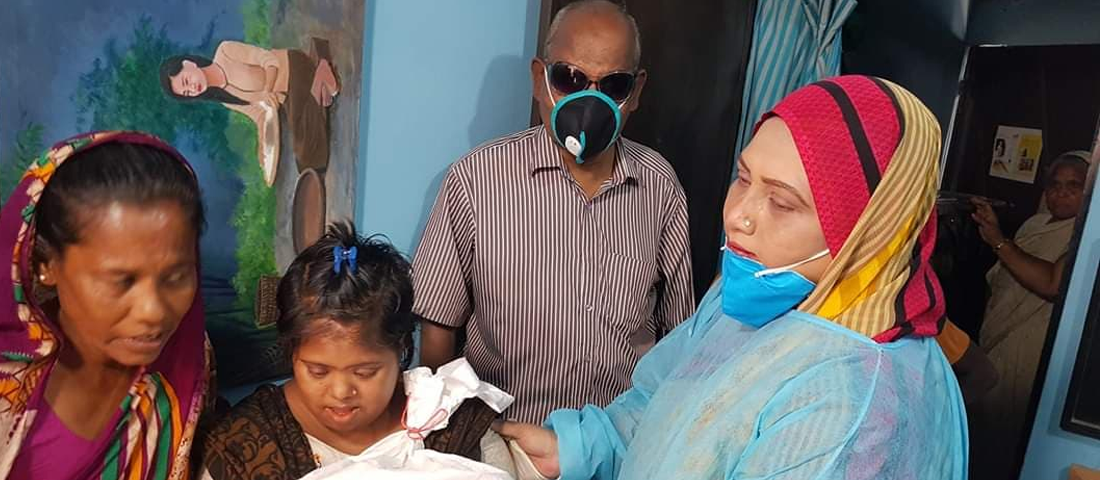 Dr._Salin_Akhter_distribute_relife_materials_to_Children_with_disability