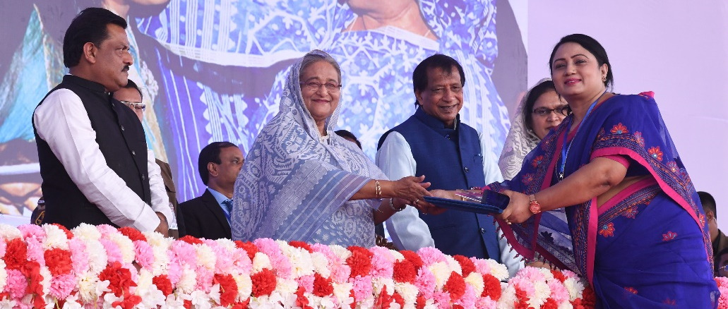 "Dr. Selina Akhter is taking ""Best Organization"" Award from Honorable Prime Minister Sheikh Hasina"